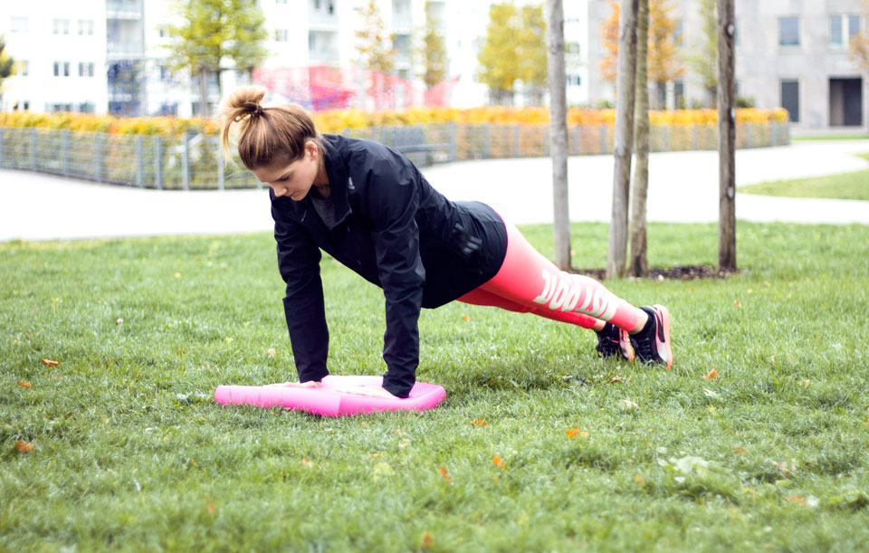 bea-la-panthere-fitness-blogger-lifestyle-blogger-fashion-blogger-food-blogger-blog-blogger-vegan-hamburg-muenchen-munich-germany-deutschland-airex-pad-gleichgewichtstraining-1